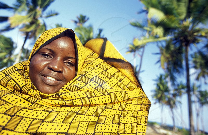 AFRICA TANZANIA ZANZIBAR EAST COAST INDIAN OCEAN WOMEN photo