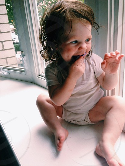 childs white short sleeve outfit photo