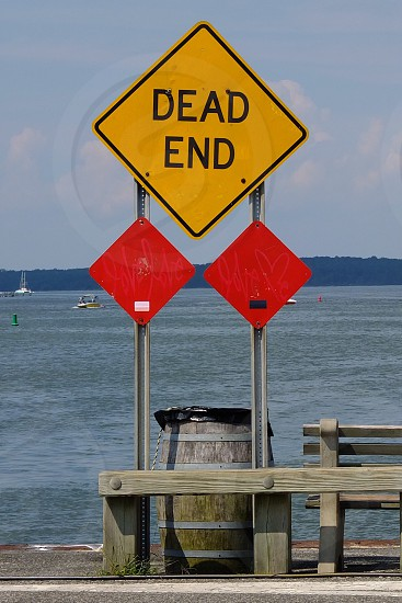 dead end yellow and black square sign photo