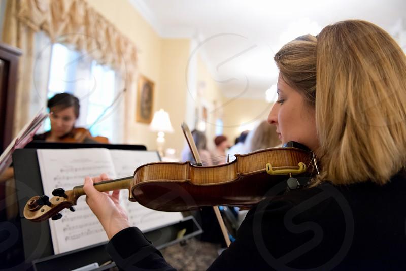 Woman playing the violin. photo