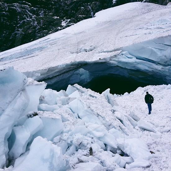 Washington snow cave photo