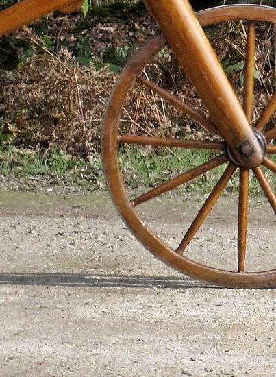 brown wooden wheel photo