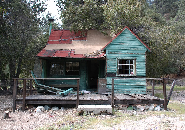 Abandoned cabin abandoned house old house that needs repair fixer upper. photo