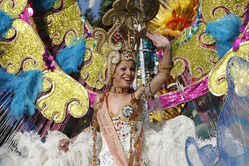 EUROPA SPANIEN ATLANTISCHER OZEAN KANAISCHE INSELN KANAREN TENERIFFA INSEL TACORONTE CARNAVAL KARNEVAL  FEST KULTUR FEIER MENSCHEN FESTIVAL FRAUDer Carnaval von Tacoronte im Nordwesten der Insel Teneriffa auf den Kanarischen Inseln.  (KEYSTONE/Urs Flueeler)  photo