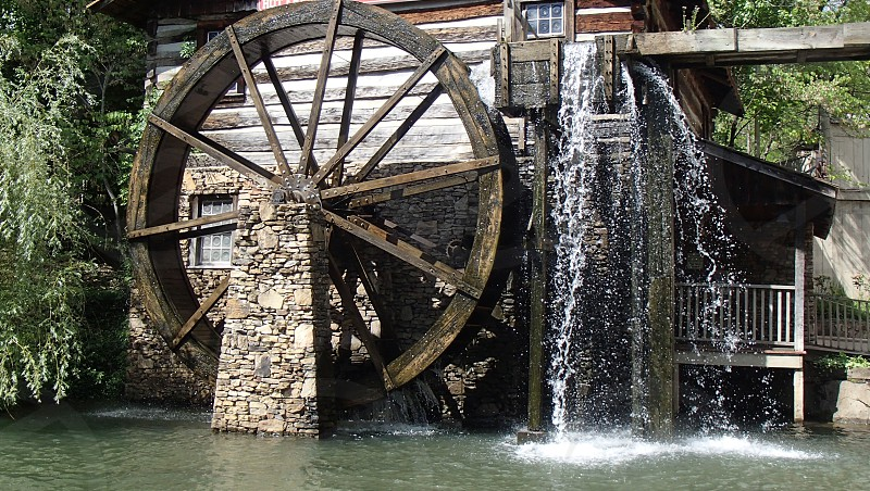 brown wooden water mill photo