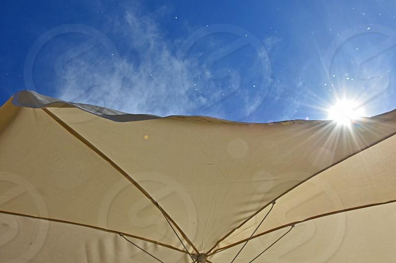 umbrella sun rays sky photo