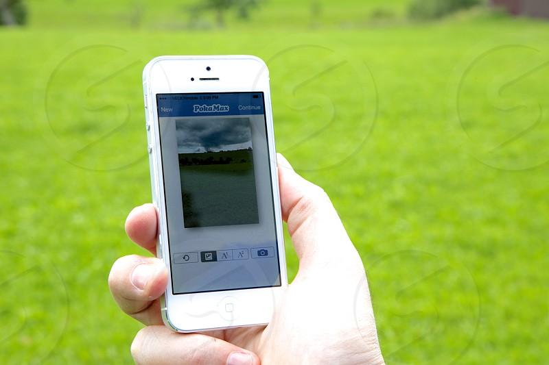 pokamax application in white iphone 5 photo