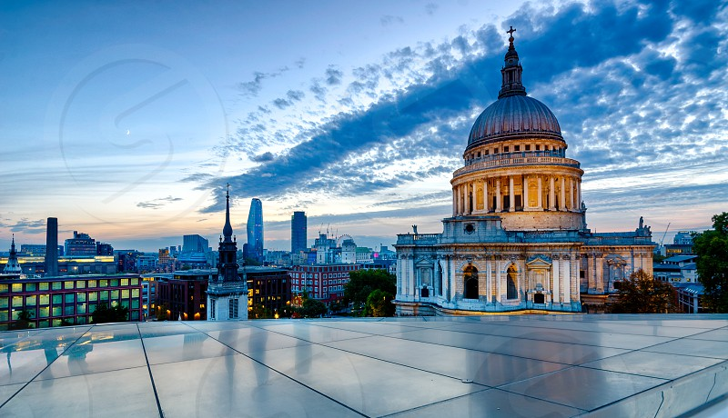 An HDR photo of St Paul's taken during blue hour. photo