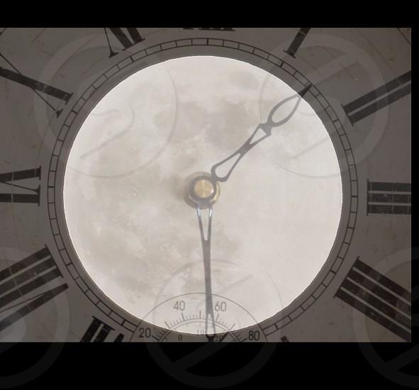 numerical analog clock photo