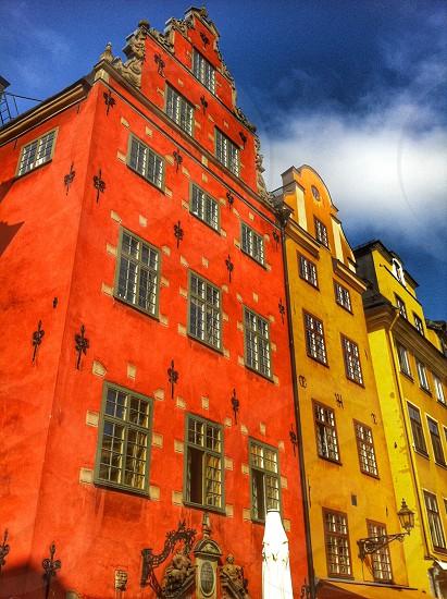 StockholmSwedenbuildingsstortogedgamlacitycoloredcolorstourismtouristicclassicarchitecturefacadesplacedestinationswedishscandinavianorthern europewindowssymbol buildingsstylenostalgiavisit photo
