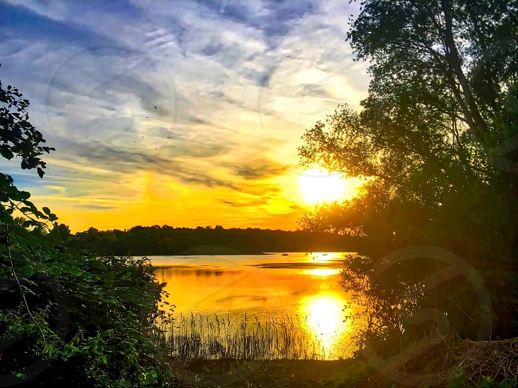 Lakeeveningsunsetdramaticlight photo