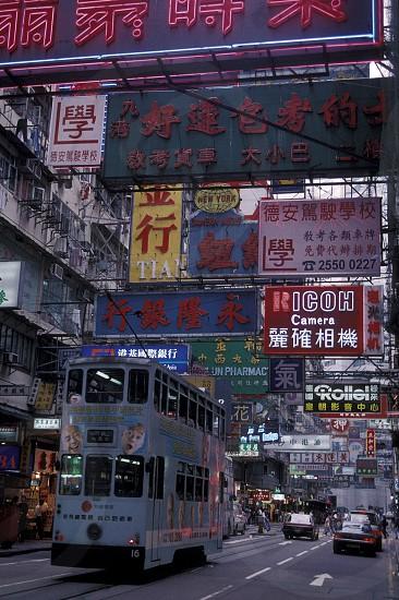 Ein Doppeldecker Stadttram in der Nathan Road von Kowloon in der Metropole Hong Kong in Asien.   photo