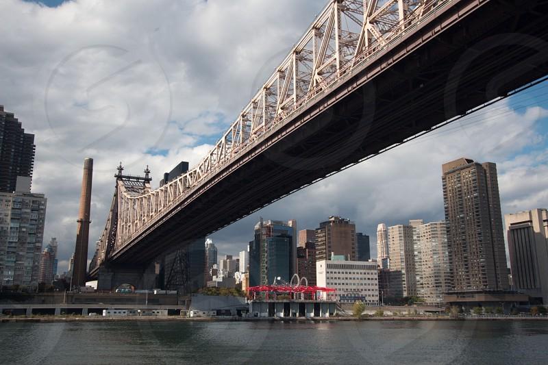 water and brooklyn bridge photo