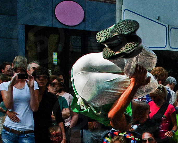 jump crowd streetart photo