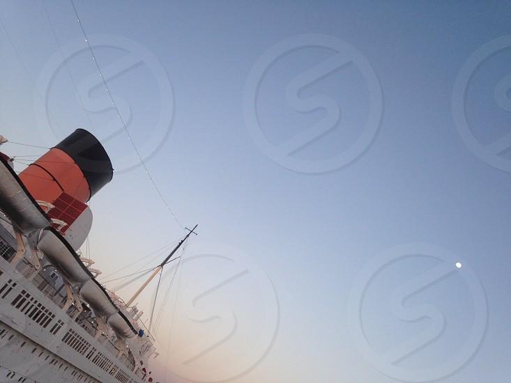 white cruise ship photo