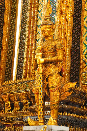 gold phra mondrop statue photo