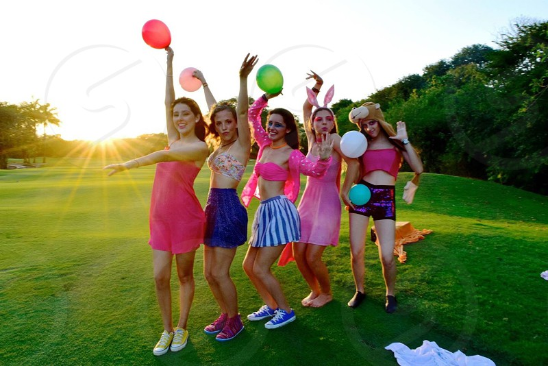 Crazy girls fun picnic sunset colorful enjoy life mexico playa del carmen mexican girls party park photo