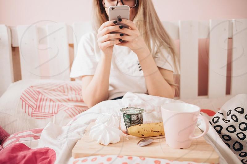 girl using mobile photo