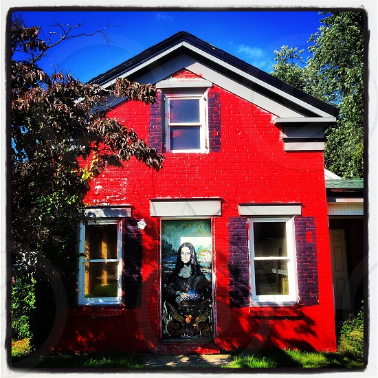 Red house photo