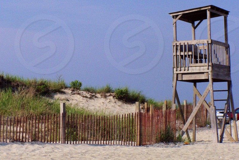 brown wooden life guard house and green grasses photo