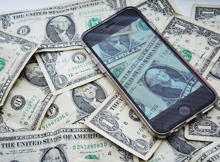 space gray iphone 6 turned on capturing 1 u.s dollar bills photo