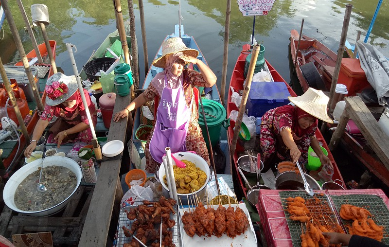 Floating market in Hatyai Thailand photo