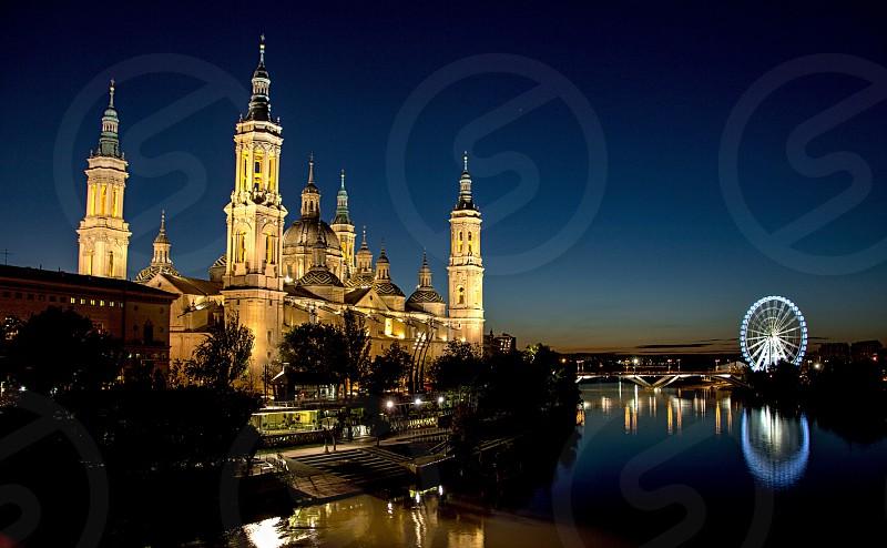 Catedral Zaragoza rio nocturna photo