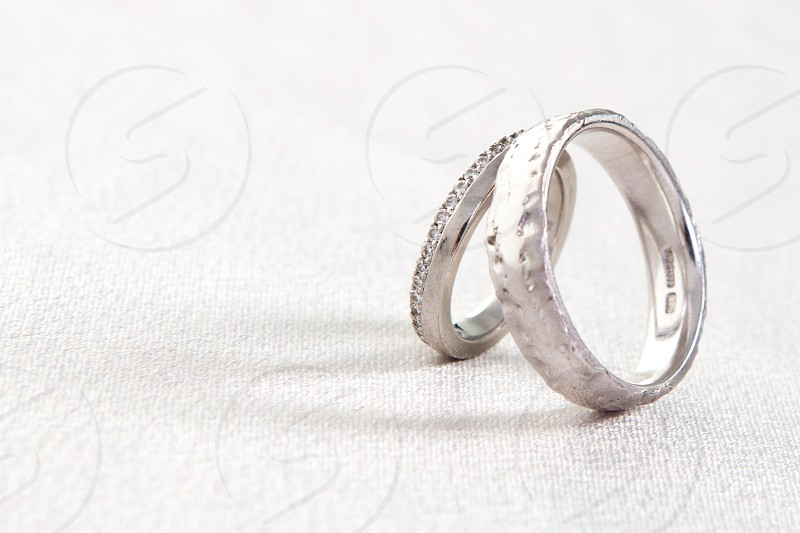 2 silver rings photo