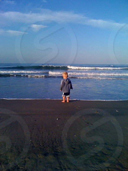 Ocean kid horizon photo