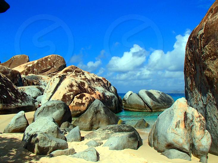 grey and brown rocks beside beach photo