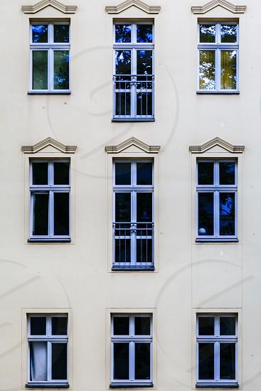 berlin altbau art deco building windows symmetry geometric germany architecture facade exterior photo
