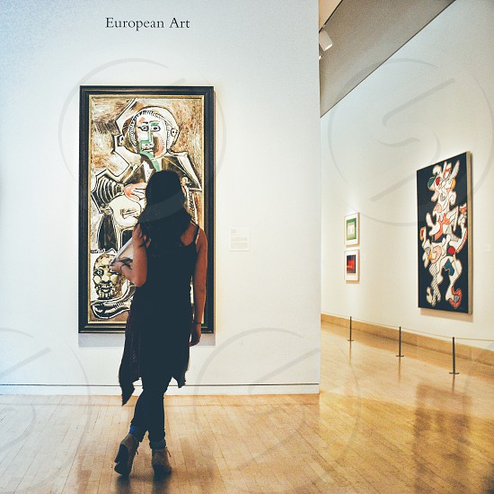 Young lady looking at a Picasso photo