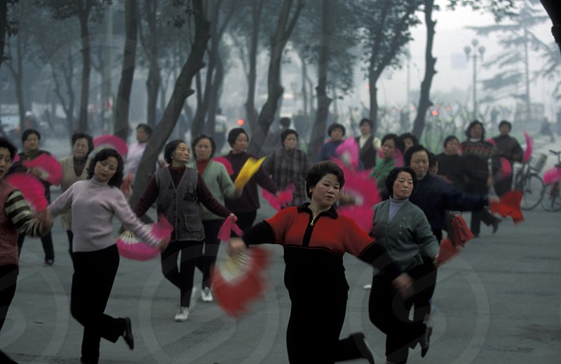 people making Tai Chi in the morning in the city of Chengdu in the provinz Sichuan in centrall China. photo