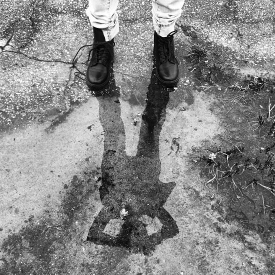 man wearing black boots photo