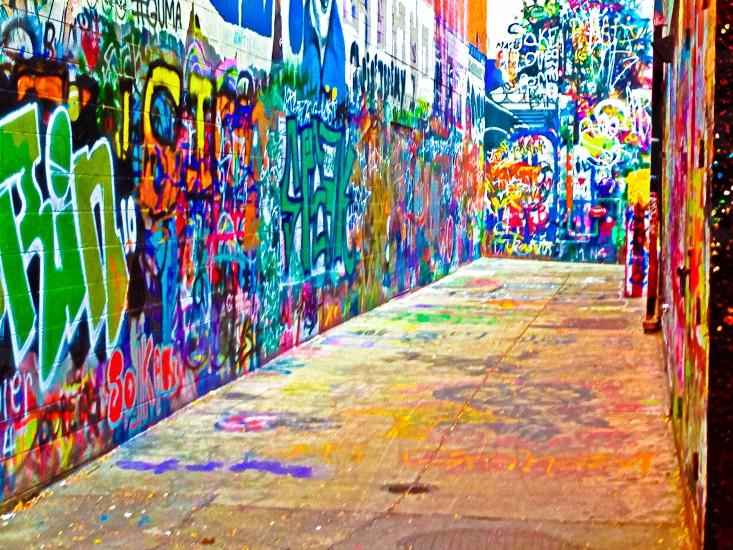 multicolored wall graffiti at daytime photo