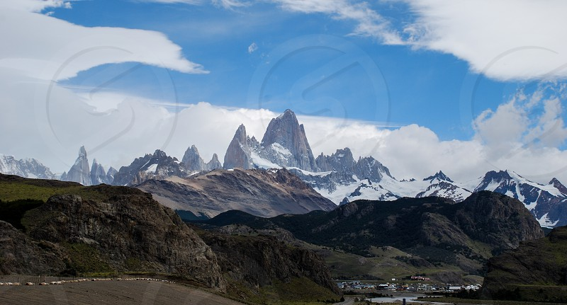 a view of the fitz roy with the sky at the background photo