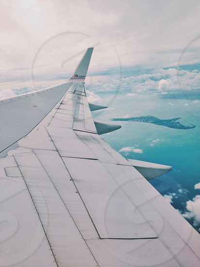 grey right airplane wing photo