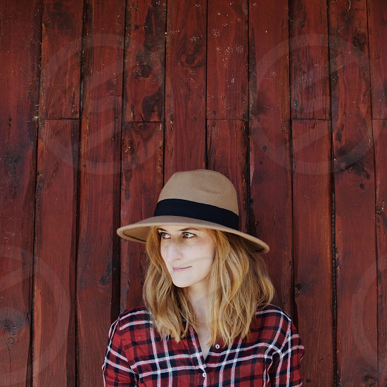 woman wearing brown and black bucket hat photo