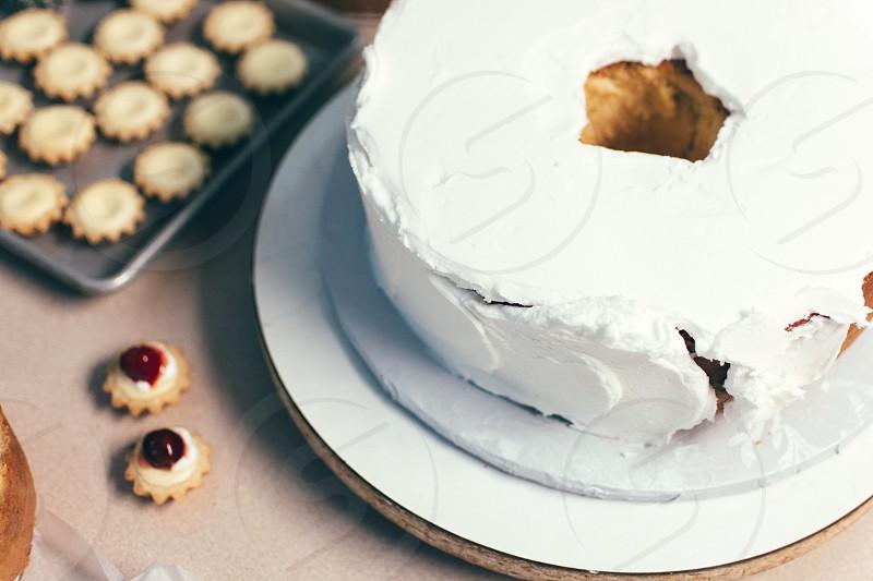 white icing coated cake photo
