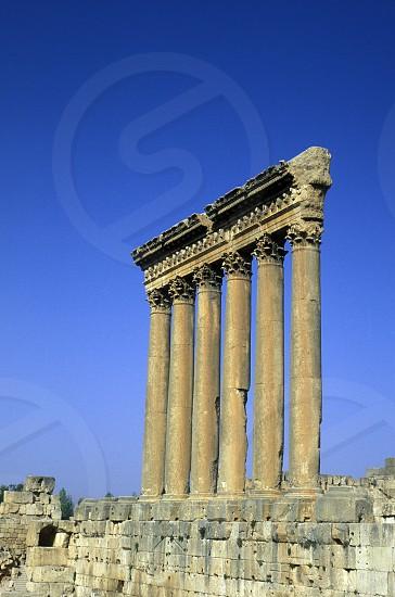 Die sechs Seulen in den Ruinen von Baalbek im osten von Lebanon im Mittleren Osten in Arabien. photo