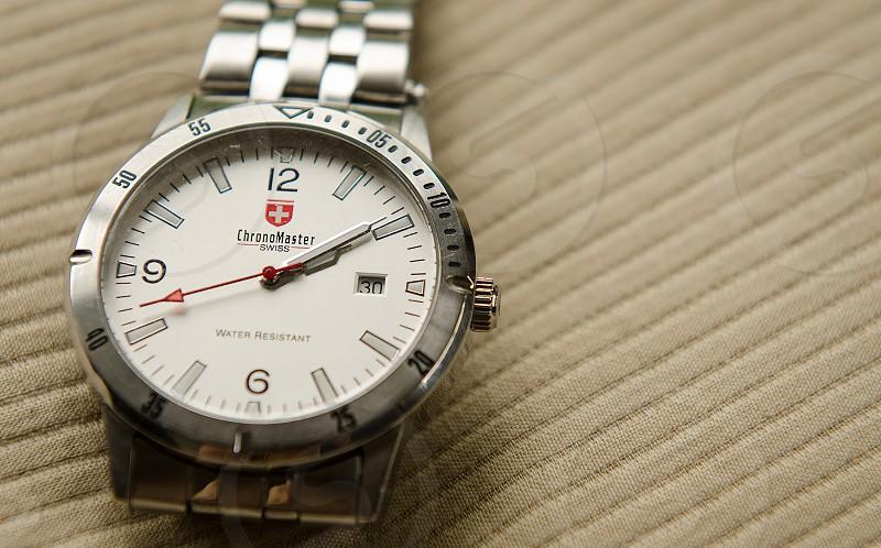 silver and white round analog swiss army watch photo