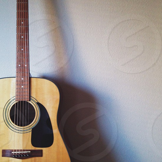 brown acoustic guitar photo