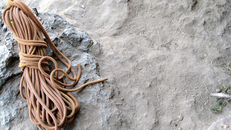 brown rope on the ground photo