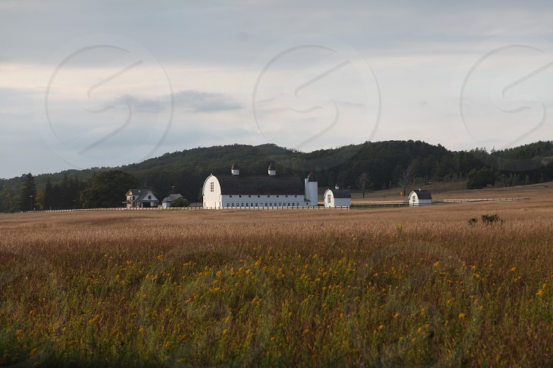 white barn house photo