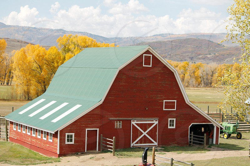 red and green barn house photo
