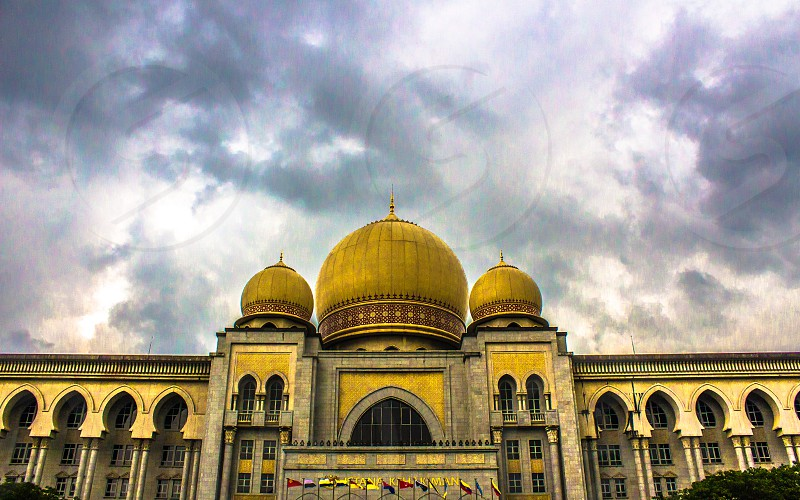 Architectural styles: Palladian architecture Islamic architecture Neoclassical architecture Moorish architecture - The Palace of Justice houses the Malaysian Court of Appeal and Federal Court which moved to Putrajaya from the Sultan Abdul Samad Building in Kuala Lumpur in the early 2000s. photo