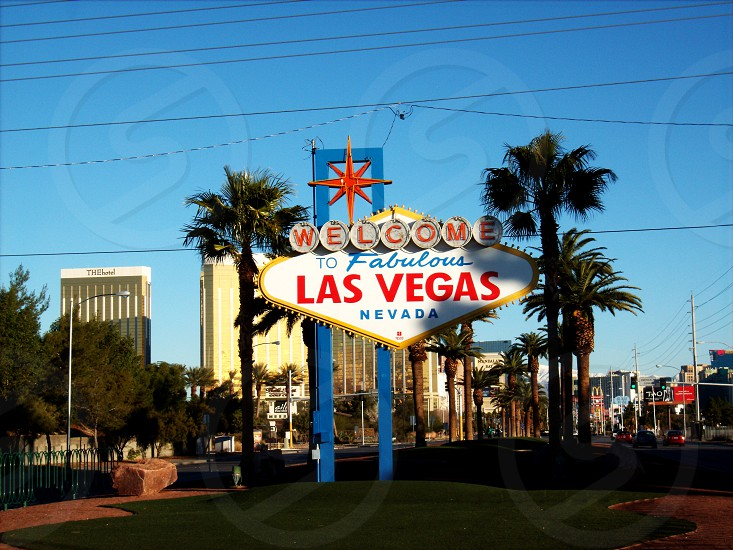 welcome to fabulous las vegas nevada signage across green grass field photo