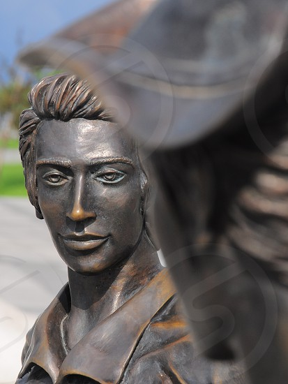 gray and brown man and woman facing each other statue photo