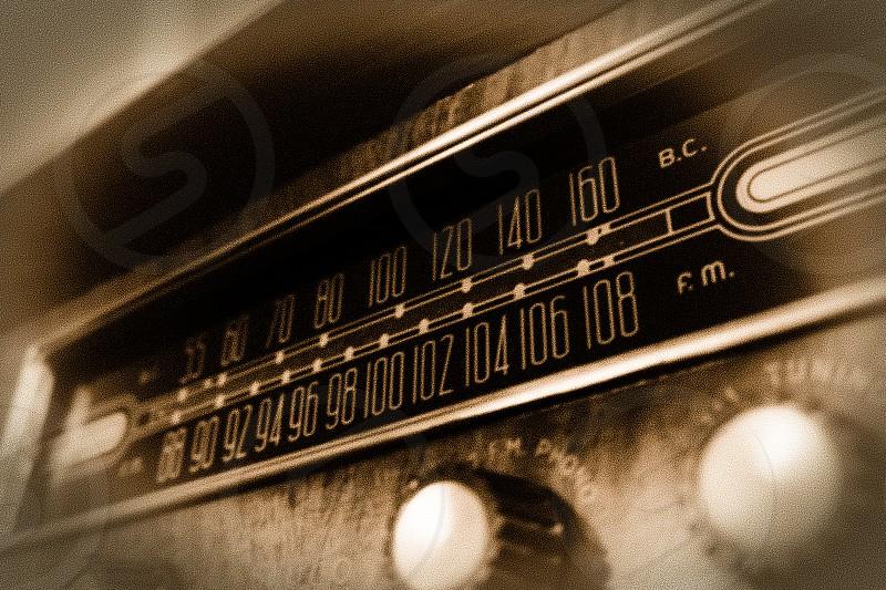 gray vintage am/fm radio photo