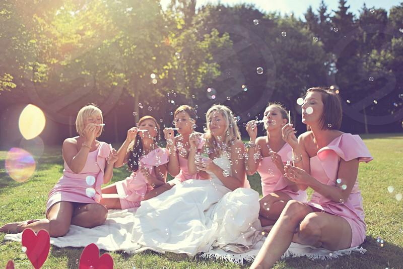 wedding bride park bridesmaids dress weddingdress bubbles photo
